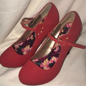 Qupid red size 8 1/2 women's heels